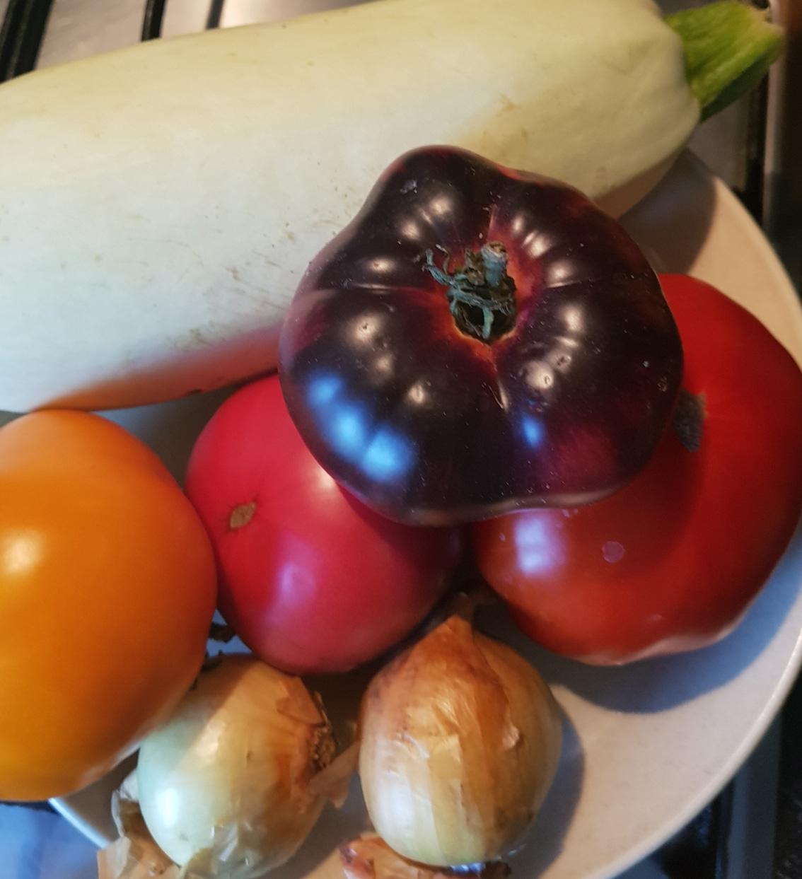Kabaču un tomātu lečo