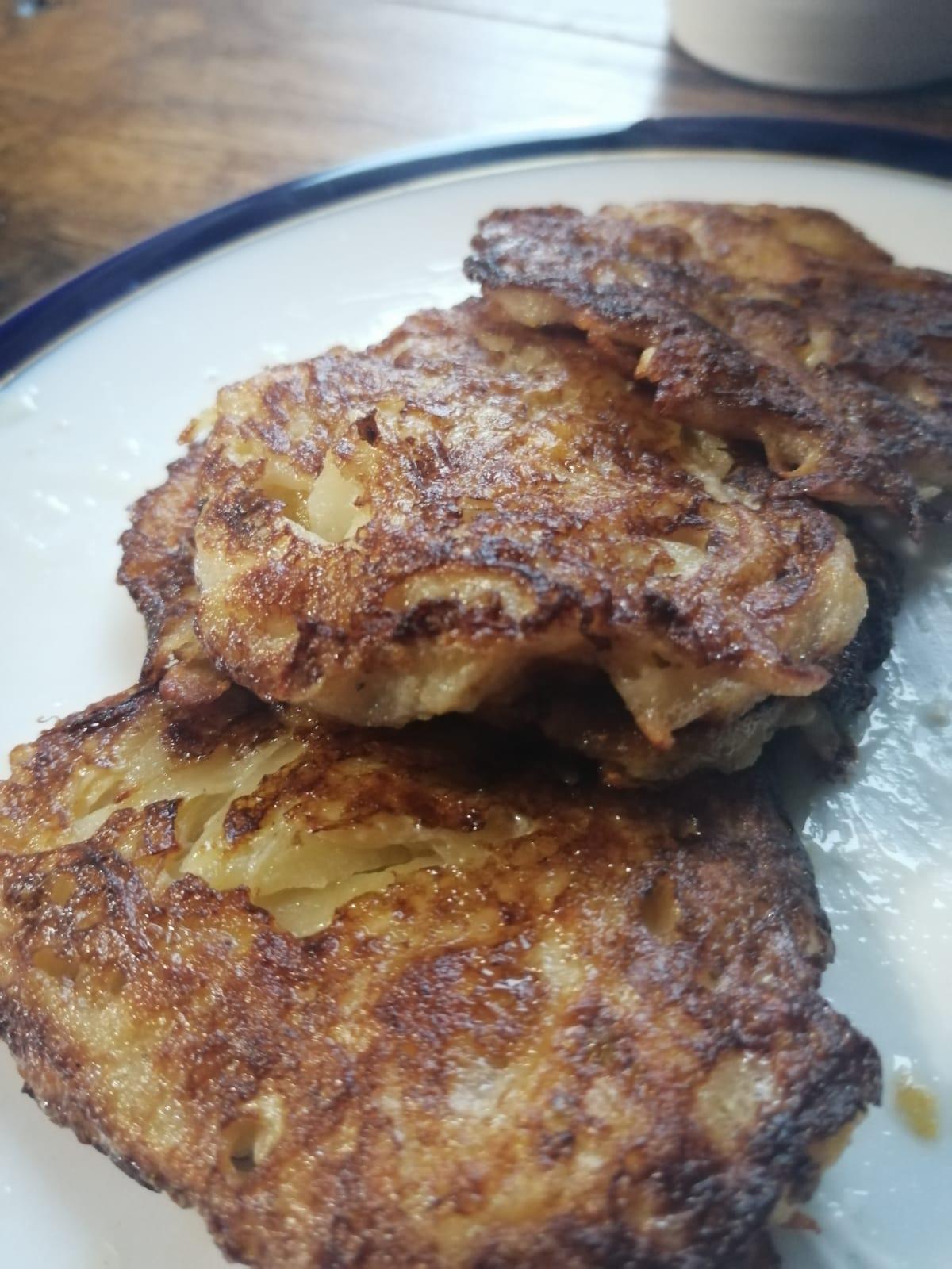 Rīvētu kartupeļu un ķirbju pankūkas